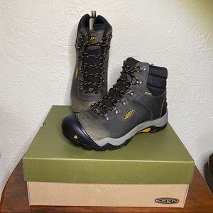 NIB Keen Revel III hiking boots